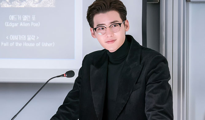 lee jongsuk professor, lee jongsuk romance is a bonus book, romance is a supplement lee jongsuk, lee jongsuk 2019, lee jongsuk glasses, lee jongsuk all black
