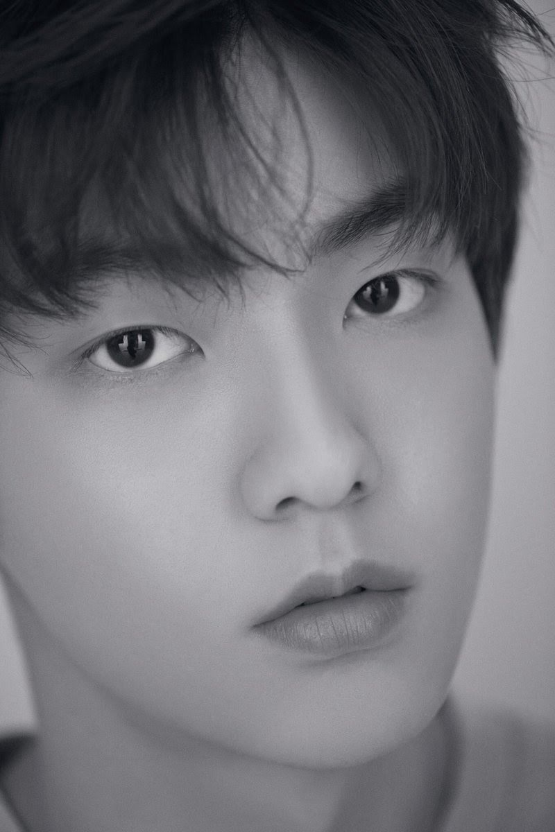 Fans Notice Something Eerie And Strange About TXT Photos ...
