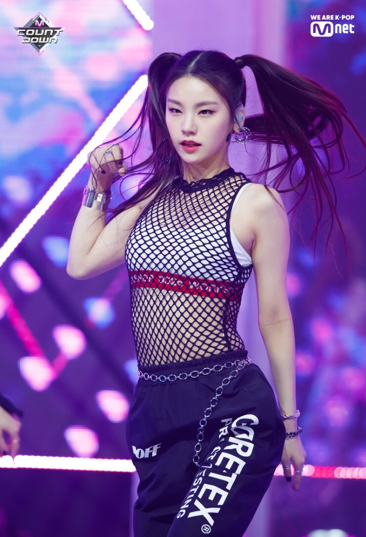 itzy, itzy profile, itzy members, itzy age, itzy facts, itzy height, itzy weight, itzy leader, itzy dancer, itzy vocal, itzy yeji, yeji