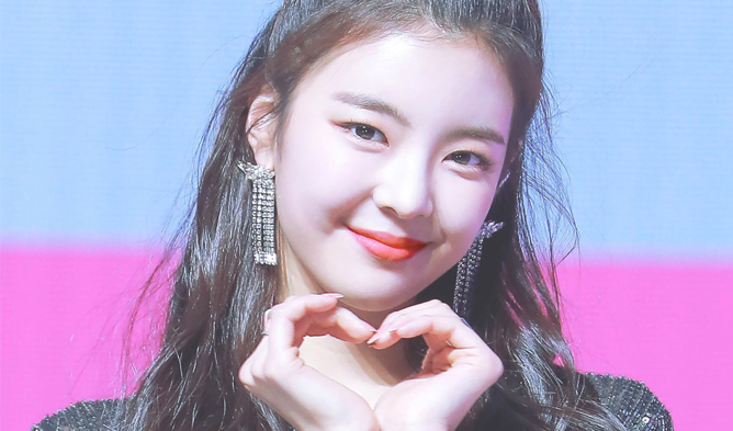 itzy, itzy profile, itzy facts, itzy age, itzy height, itzy weight, itzy members, itzy leader, itzy vocal, itzy maknae, itzy visual, itzy lia, lia, itzy jisoo