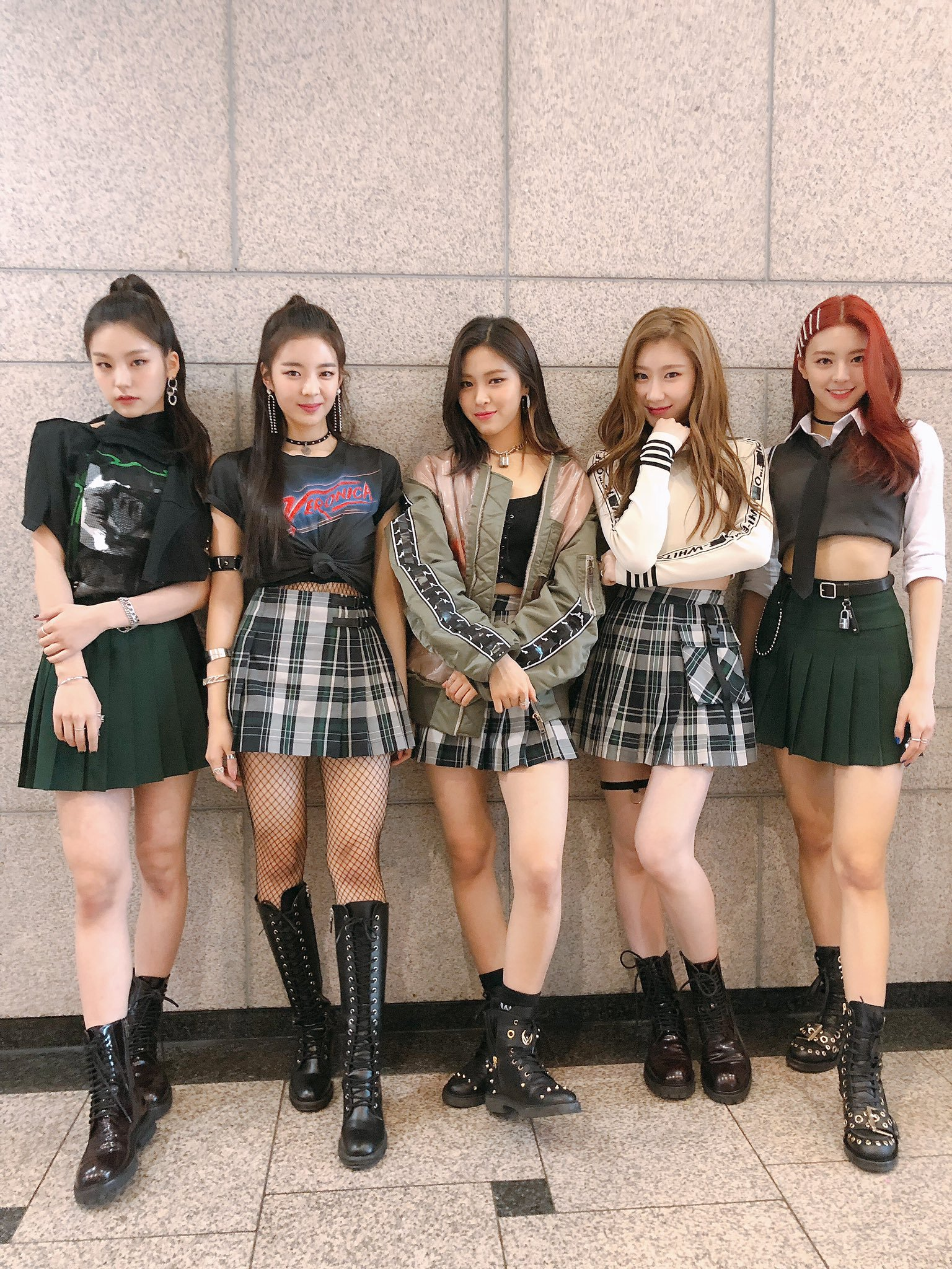 itzy, itzy profile, itzy facts, itzy members, itzy leader, itzy visual, itzy maknae, itzy age, itzy height