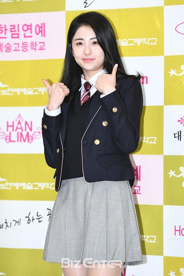 heo yoonjin, heo yunjin, heo yunjin profile, heo yunjin facts, heo yunjin height, heo yunjin pledis, pledis, produce 48, produce 48 heo yunjin