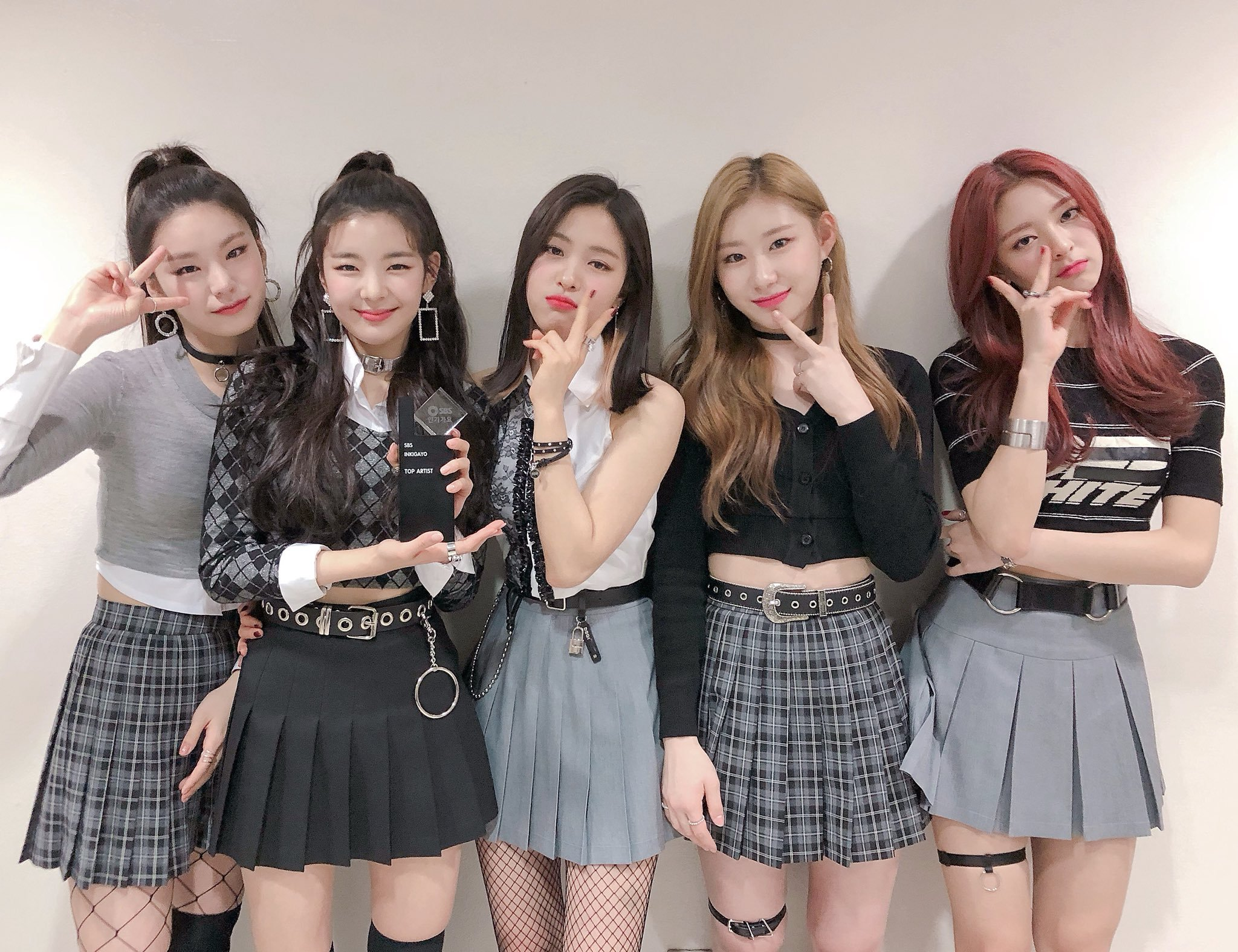 itzy, itzy profile, itzy members, itzy age, itzy profile, itzy height, itzy facts, itzy weight, itzy leader, itzy maknae, itzy vocal, itzy fanmeeting,
