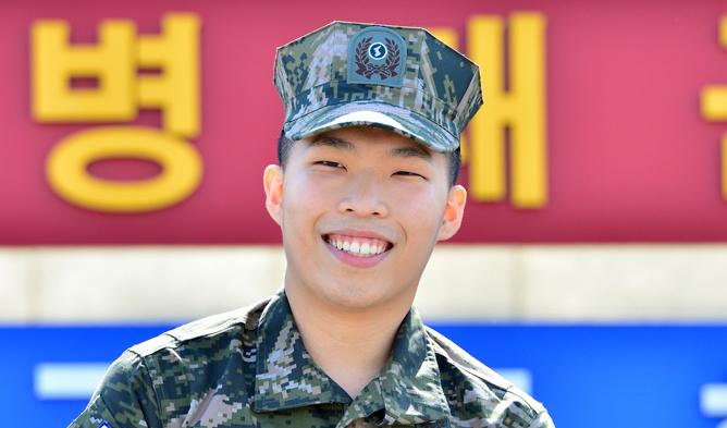 akmu, akmu profile, akmu facts, akmu members, akmu debut, akmu chanhyuk, chanhyuk, chanhyuk military