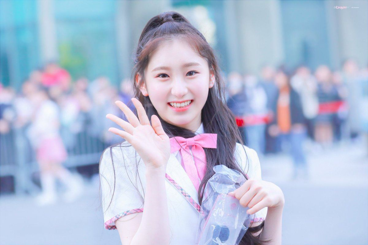 izone, izone profile, izone members, izone age, izone facts, izone height, izone leader, izone produce 48, produce 48, izone lee chaeyeon, lee chaeyeon