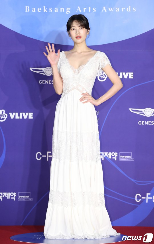 55th BaekSang Arts Awards Red Carpet, korean actresses dresses, jung somin baeksang