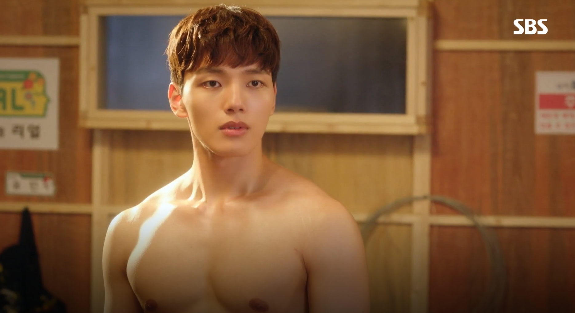 "[K-Drama]: Yeo Jin Goo show off his muscular in ""My Absolute Boyfriend"""