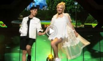 Video )) SNSD's HyoYeon - 'Replay' on Mnet 'Hit the Stage'