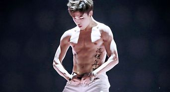 8 K-Pop Male Idols' Sexy Bare Abs to Get You Thirsty