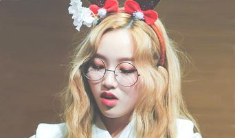Top 5 Female K-Pop Idols Who Look Classy, Sophisticated, and Chic With Glasses On