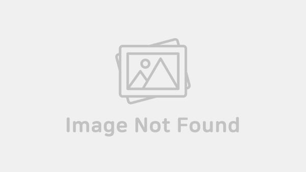 Korean Beauty Box: MnX Contact Lens By Monsta X & Lens Town