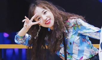 (G)I-DLE's YuQi Tells Her Fans That Her Bag Is Heavy