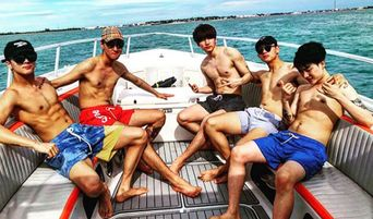 VIXX's Ravi And Hyuk Surprise Fans With Topless Pictures In Miami