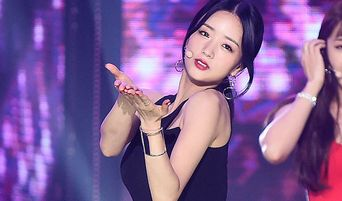 Apink's BoMi Wows With Her S Line On 'The Show'