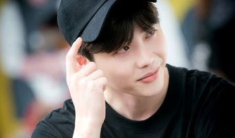 Top 8 Handsome And Awesome Actors Wearing Black Caps In Dramas