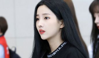 (G)I-DLE's SoYeon Shows A Perfect Airport Fashion