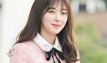 """My ID Is Gangnam Beauty"" 'Campus Goddess' Hyun SooAh's Lovely Dress Makes Many Girls Curious"