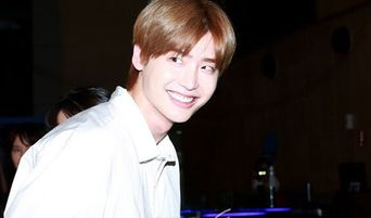 Smiling Prince-Looking Lee JongSuk's Perfect Airport Fashion On His Way To Fan Meeting 'Crank Up'