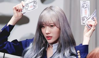 WJSN Luda's Response To Male Fans During Fansign Causes A Stir Among Netizens