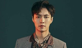 EXO Lay Receives Marriage Proposal