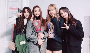 (G)I-DLE's Minnie, YuQi And CLC's Sorn Show Close Friendship With BLACKPINK's Lisa