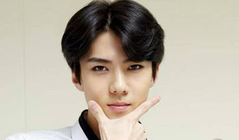 EXO's BaekHyun Pokes Fun At SeHun By Calling Him A Cry Baby