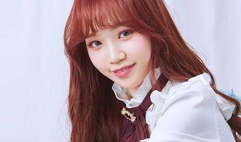 IZ*ONE's Sakura And HyeWon Cheer On ChaeWon For Uni Entrance Exam