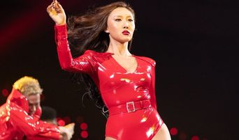 Netizens Have Mix Reactions For MAMAMOO's HwaSa Outfit On MAMA 2018 Japan