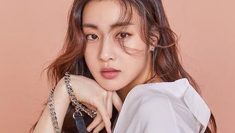 Kang SoRa for Cosmopolitan Magazine April Issue