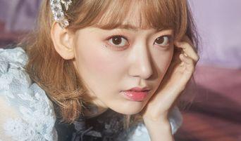 Netizens Notice IZ*ONE's Sakura Special Way Of Carrying Her Phone