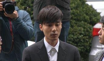 A Passenger On Same Flight With Roy Kim Uploads Photo & Says Singer Behaved Nervously