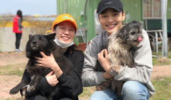 Kim MinJae And Gong SeungYeon Are Volunteers For Animal Shelter Picnic Event