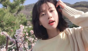 Actress Jung SoMin Shares Lovely Flower-Like Pictures On Instagram