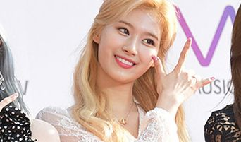 """TWICE Sana's Fashion Caught Attention At """"The Fact Music Awards 2019"""" (TMA) Red Carpet"""