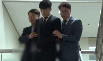 Watch SeungRi Silently Exiting District Court In Handcuffs After Being Investigated For Prostitution Related Crimes