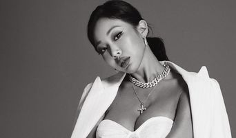 PSY Asks Jessi To Smile More During P-Nation's Profile Picture Photoshoot