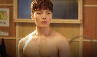 """Yeo JinGoo Reveals His Muscular Body In """"My Absolute Boyfriend"""""""