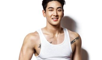 """Top 4 K-Pop Idols Showing Their Muscles On The Cover Of """"Men's Health"""" Korea In 2018/9"""