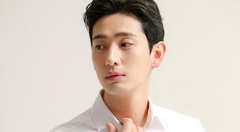 Yoon Park, New Profile Photo Behind Shooting Scene