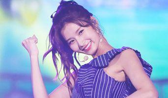 5 Female K-Pop Idols Born In 1996 With Goddess Visuals Chosen By Korean Media