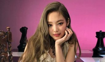 Female K-Pop Idols With Ant Waists