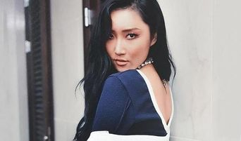 MAMAMOO Hwasa Went Braless At The Airport For A Specific Reason