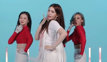 Netizens Have Divided Opinions About SoMi's Background Dancers In Relay Dance Video