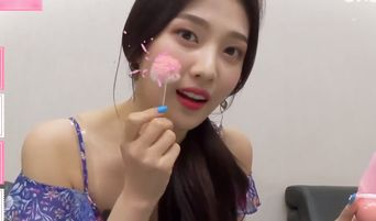 Red Velvet's Joy Reveals What Is In Her Makeup Pouch