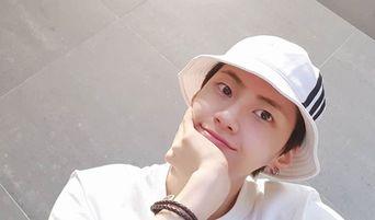 UP10TION's Lee JinHyuk Posts Pictures With Kim MinKyu, Lee SeJin & Kang SeokHwa On Instagram