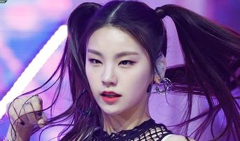 K-Pop Idols Who'd Be Mistaken As ITZY YeJi's Sibling