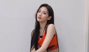 Lovelyz's YeIn Gains Attention From Netizens After Stunning Visuals On 'Queendom'