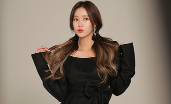 Im SooHyang For Photoshoot Behind-the-Scene