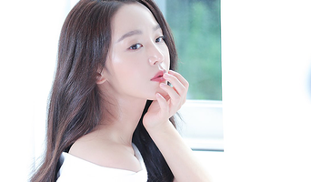 Shin HyeSun, Commercial Shooting Behind-the-Scene (+ Lovely Selfie)