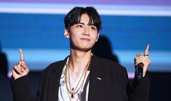 Exclusive Photos: UP10TION's Lee JinHyuk 1st Solo Album 'S.O.L' Press Showcase